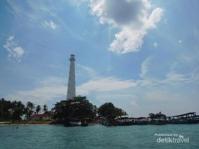 Liburan Ikonik di Pulau Lengkuas: Mercusuar