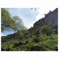 Pemandangan hijauh di sekitar lembah