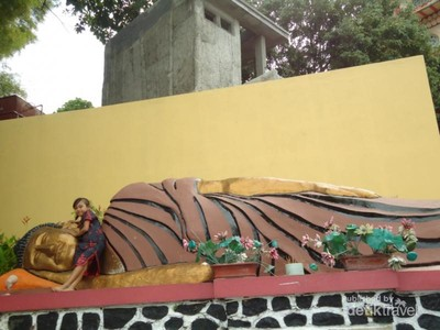 Buddha Tidur dan Pagoda Setinggi 45 Meter di Semarang