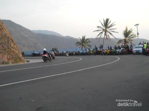Tempat Terbaik Menikmati Sunset di Lombok: Bukit Malimbu
