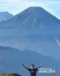 Background Gunung Sindoro