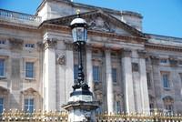 Arsitektur Istana Buckingham yang sangat khas yang selalu memukau para wisawatawan yang hadir.