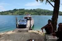 Dermaga penyebrangan menuju pulau Sibandang.