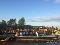 Suasana Pasar Terapung Lok Baintan