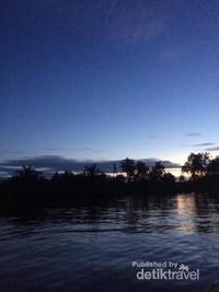 Sungai Martapura di pagi hari