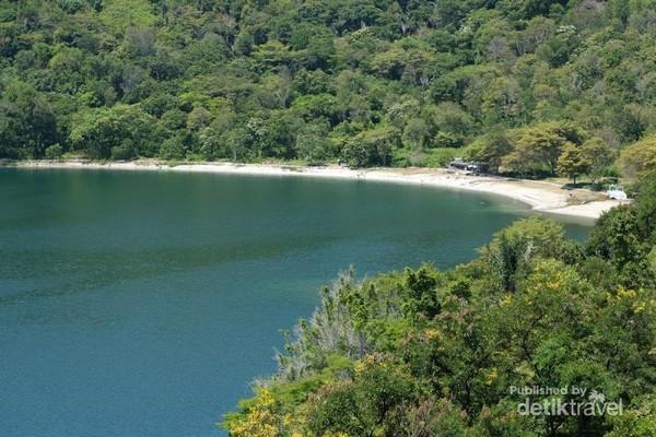 Pantai Pakkodian, Tobasa, sisi Danau Toba yang menjadi pantai