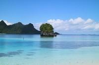Salah satu pantai di Kepulauan Wayag, cantik dan jernih
