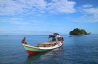 Para nelayan di sekitar Kepulauan Wayag