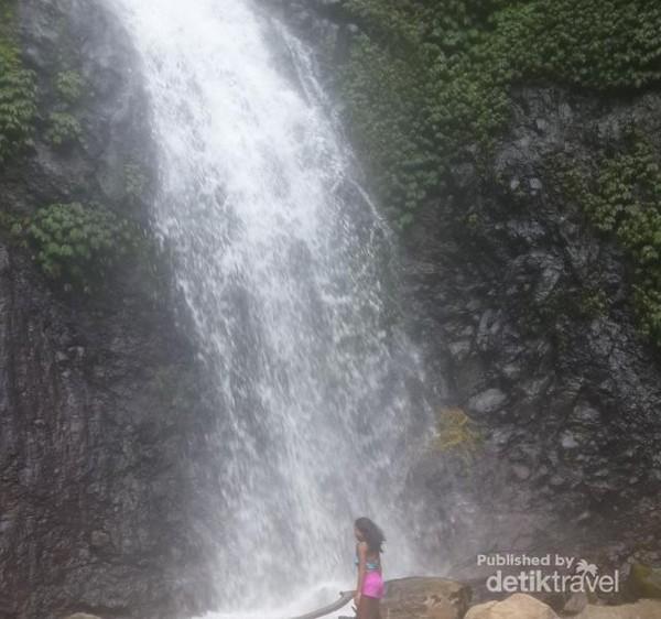 Air terjun Murukeba dengan aliran air yang sangat segar