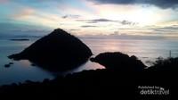 Panorama perairan Labuan Bajo setelah sunset. Indah sekali.
