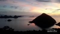 Pulau-pulau kecil dan perbukitan di sekitar Labuan Bajo, tampil mempesona.