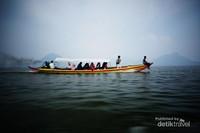 Perjalanan perahu di perairan Jatiluhur