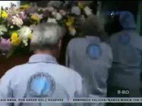 Kremasi Korban AirAsia Diwarnai Isak Tangis Keluarga