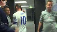 Begini Suasana Saat Rooney Mendapat Kejutan di Ruang Ganti