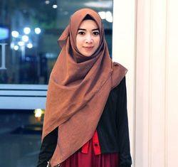 Mengenal Fitri Aulia, Hijabers Pemilik Label Busana Syari KIVITZ