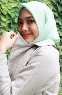 Mengenal Islamia Aprilia, Hijabers yang Jadi Desainer di Usia Remaja