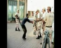 Rekaman Penembakan oleh Milisi Bersenjata