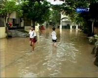 Tanggul Jebol, Ratusan Rumah Warga Terendam Banjir
