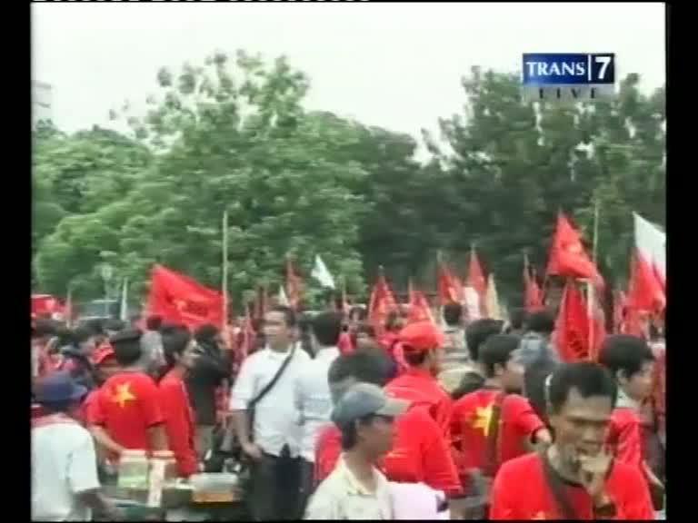 Ribuan Buruh Padati Istana