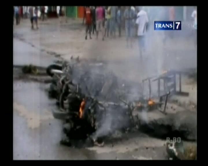 Kerusuhan Meluas, Ruko dan Kendaraan Dibakar