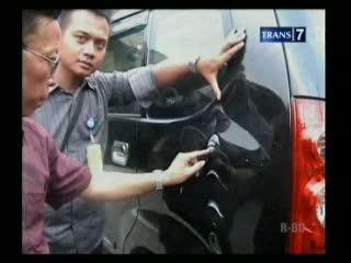 Pria Misterius Serang Pengendara Mobil