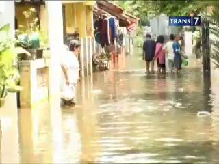 Lagi, Banjir Datang Karena Tanggul Jebol