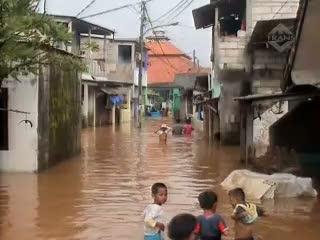 Kali Angke Meluap, Ratusan Rumah Terendam Banjir