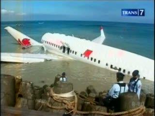 Bangkai Pesawat Lion Air Masih Terapung