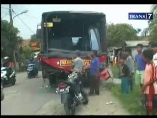 Ugal-ugalan, 2 Bus Tabrakan