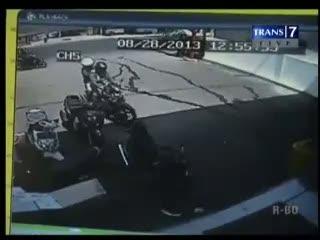 Terekam CCTV, Pencuri Motor Dibekuk