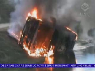 Grebek Sabung Ayam, 2 Mobil Polisi Dibakar Massa