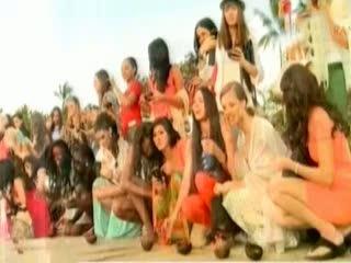 Kontestan Miss World Lepas Anak Penyu