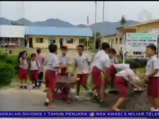 Siswa Disuruh Membangun Ruang Kelas Sekolah