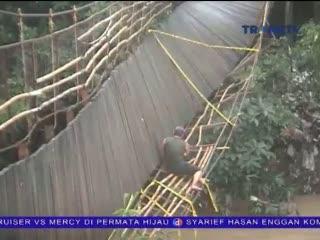 Jembatan Putus, Puluhan Korban Hanyut Ditemukan
