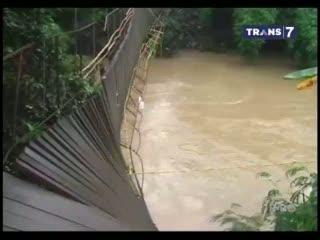 Daftar Nama Korban Hanyut Jembatan Putus di Serang