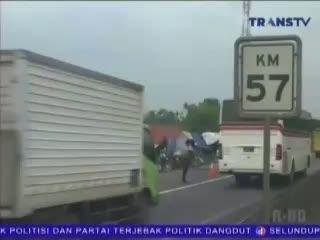 Mengungsi di Jalan Tol