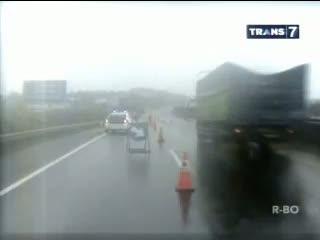 Jalan Amblas, Tol Cipularang Tersendat