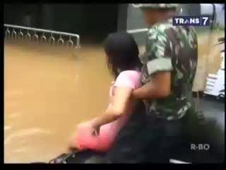 Banjir Tenggelamkan Perumahan Warga