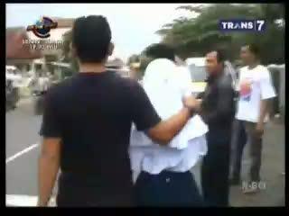 Siswi SMP Nyaris Diperkosa di Dalam Angkot