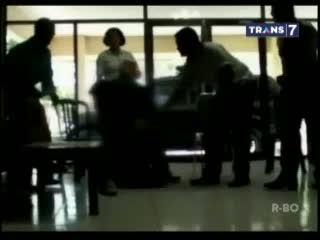 Kasus Perkosaan Anaknya Terhenti, Ayah Sujud di Kaki Kapolres