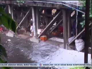 Desakan Ekonomi Paksa Warga Kurang Mampu Tinggal di Kolong Jembatan