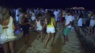 Serba Putih, Warga Brazil Nikmati Pesta Tahun Baru