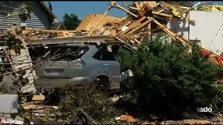Reruntuhan Rumah-Rumah Ini Masih Berserakan Diterjang Tornado
