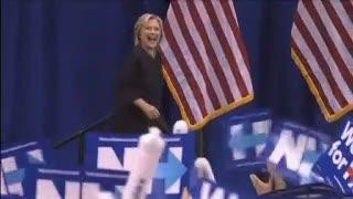 Hillary Clinton Sebut Muslim Bisa Menjadi Presiden AS