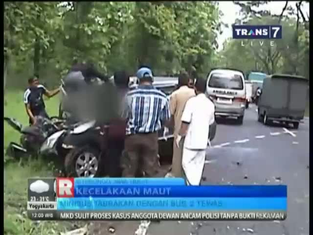Kecelakaan Maut Minibus dan Mobil di Jalur Pantura