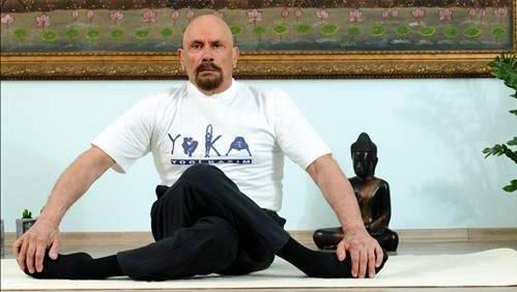 Potret Pria yang Tetap Prima dan Awet Muda di Usia 95 Tahun Berkat Yoga
