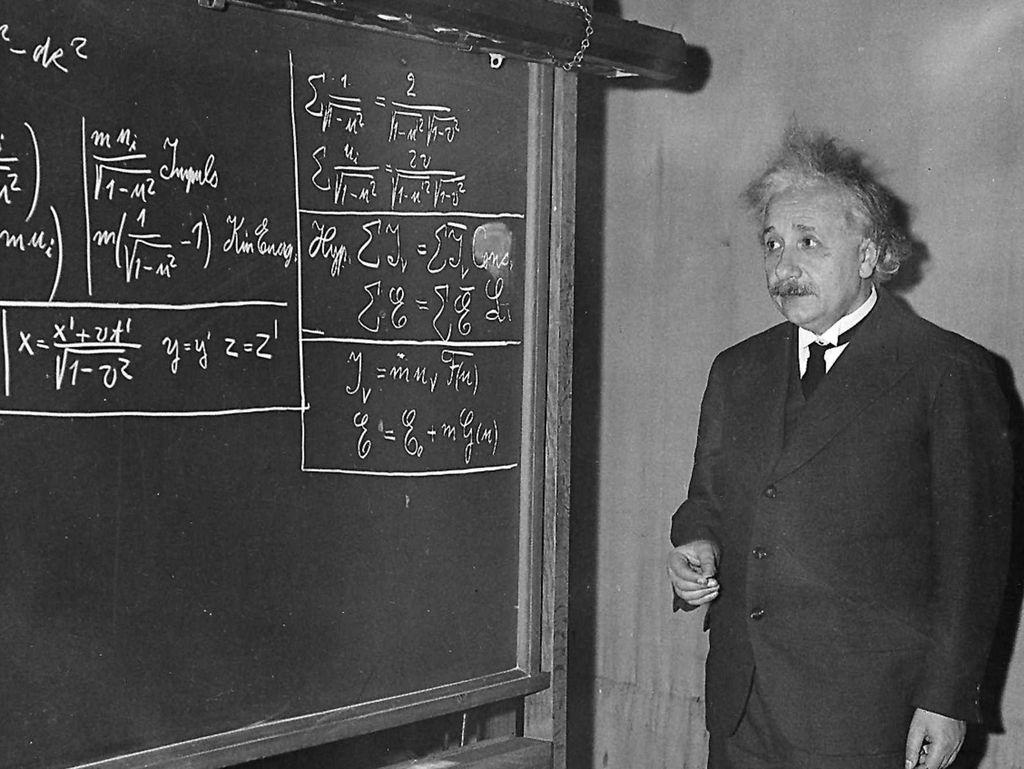 Kebiasaan Unik Albert Einstein yang Bisa Jadi Inspirasi Sehat
