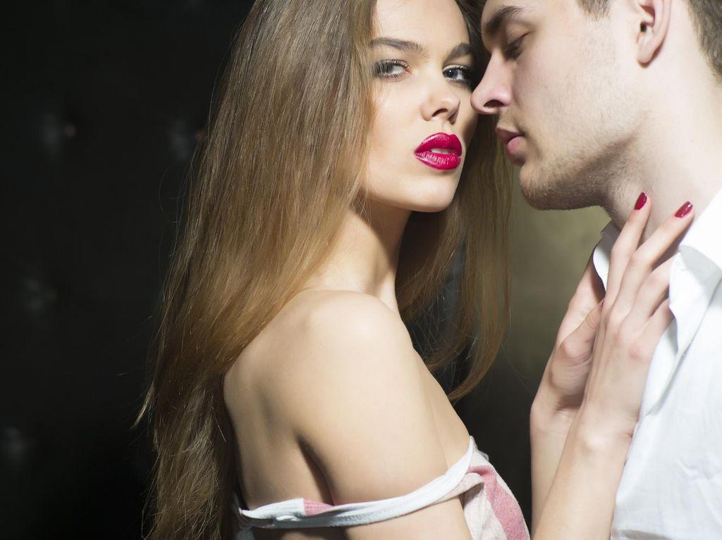Khusus Istri! Langkah-langkah Beri Kode Bercinta Malam Ini