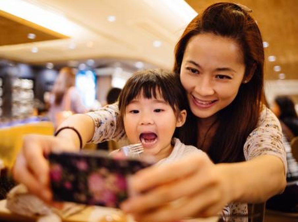 Perhatikan Dulu Hal Ini Sebelum Upload Foto Anak di Medsos