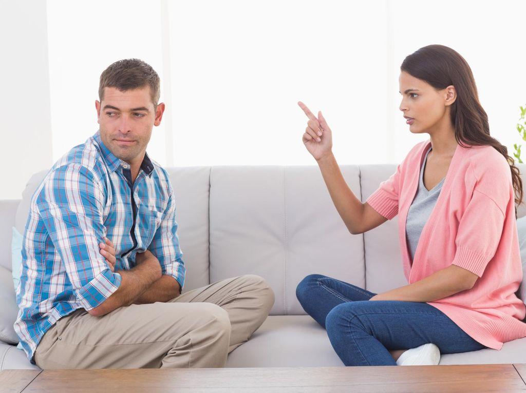 Menyikapi Istri yang Sering Menjelek-jelekkan Suami di Depan Anak